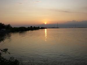 Sonnenuntergang an de Elbe am Lühe-Anleger