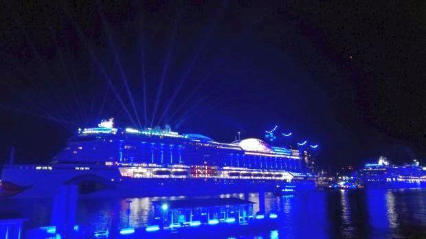 Auslaufparade mit AIDA und Blue Port an den Cruise Days