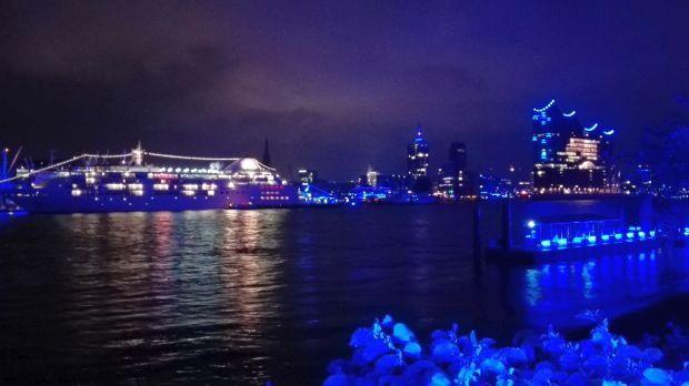 Blue Port Hafen Hamburg mit Elbphil