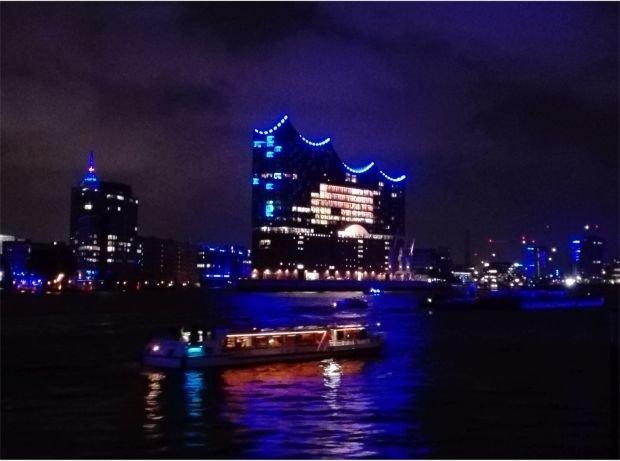 Elbphilharmonie mit Blue Port Beleuchtung