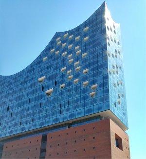 Elbphalharmonie in Hamburg von unten