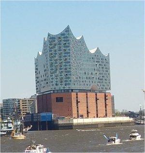 Elbphilharmonie - mitten im Hamburger Hafen