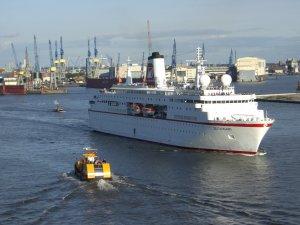 MS Deutschland im Hamburger Hafen