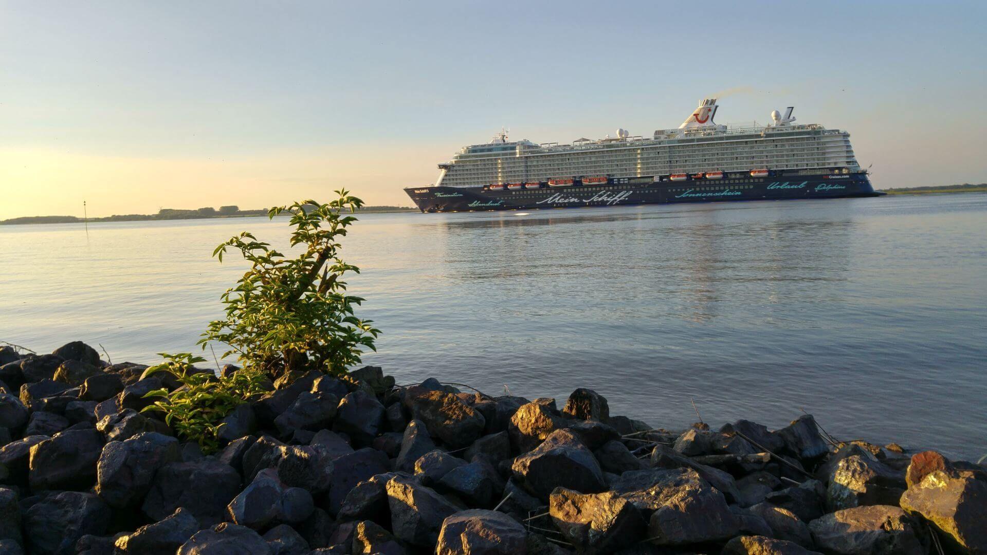 Foto: Mein Schiff in Hamburg