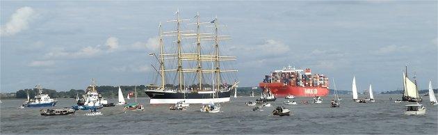 Viermaster Peking auf der Elbe vor Hamburg