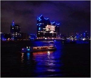 Cruise Days Auslaufparade Mit Blue Port Und Feuerwerk